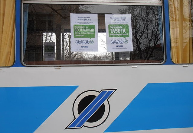 This sign in Tallinn, Estonia, announces the availability of free public transit rides for city residents. Photo by Pjotr Mahhonin via Wikimedia Commons