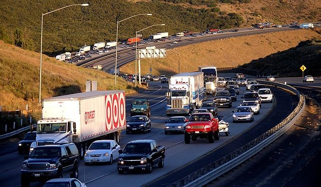 Traffic congestion like this pile-up on the I-5 in California is common in urban areas. Should public transit be made free to help people live greener, less car-dependent lives? Photo by Wikimedia user Coolcaesar